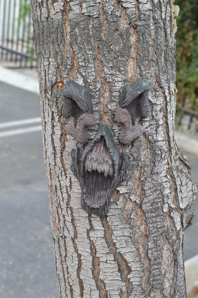 Screaming Halloween Tree Face